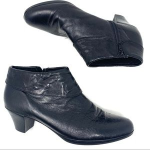 Munro Grace Black leather ankle bootie Sz 11.5A126